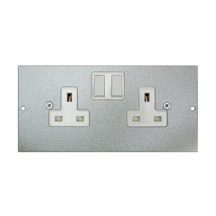 1 To 3 Compartment Plate - 2x UK Switched Sockets