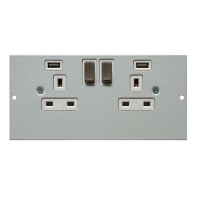 1 To 3 Compartment Plate – 2x USB Ports 2x UK Switched Sockets